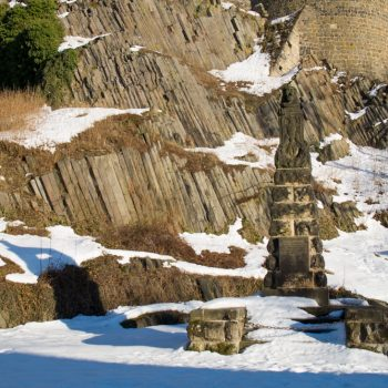 Basaltstruktur und Denkmal in Stolpen