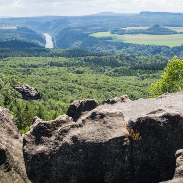 Kipphornaussicht mit Blick auf den Zirkelstein, sowie den Kleinen und Großen Zschirnstein