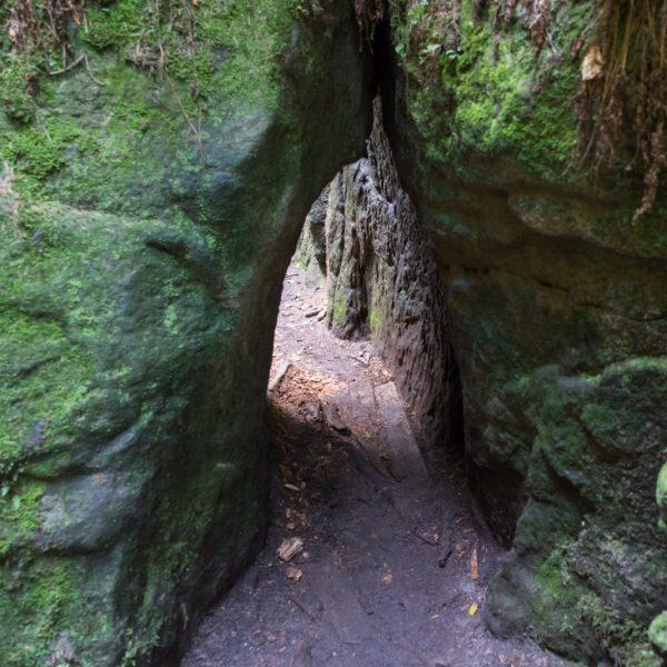 winziger Durchgang zwischen den Felsen, Teufelsschlüchte