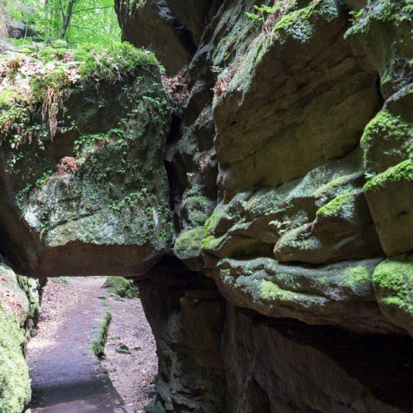 Felsentor im Uttewalder Grund, Felsblock zwischen den Wänden