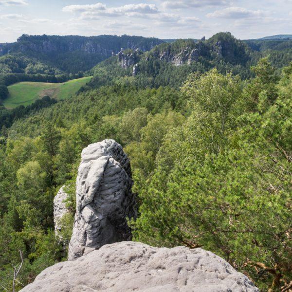Ausblick vom Gamrig auf den Kletterfelsen Gamrigscheibe