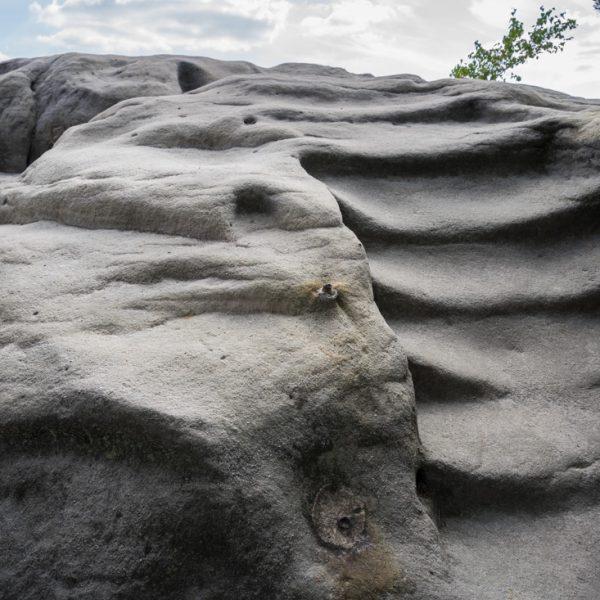 abgelaufene Felsstufen auf dem Gipfel des Gamrig