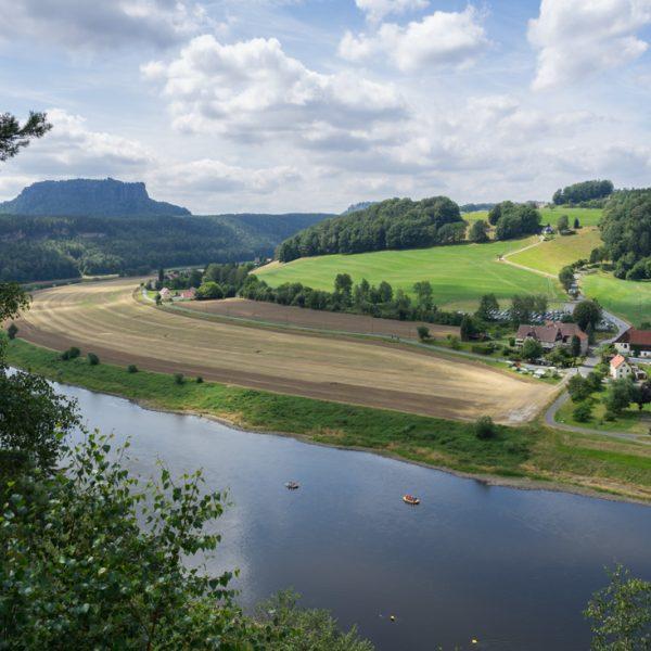 Ausblick von der Kleinen Bastei zum Lilienstein und auf die Elbe
