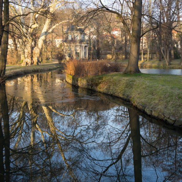 Englischer Pavillon und Spiegelung im Schlosspark Pillnitz