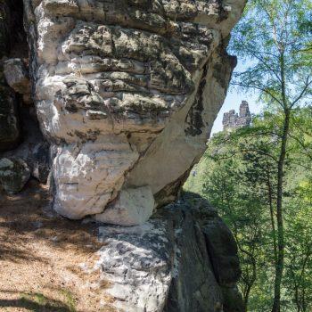 Sandstein und Blick zur Lokomotive, Sächsische Schweiz