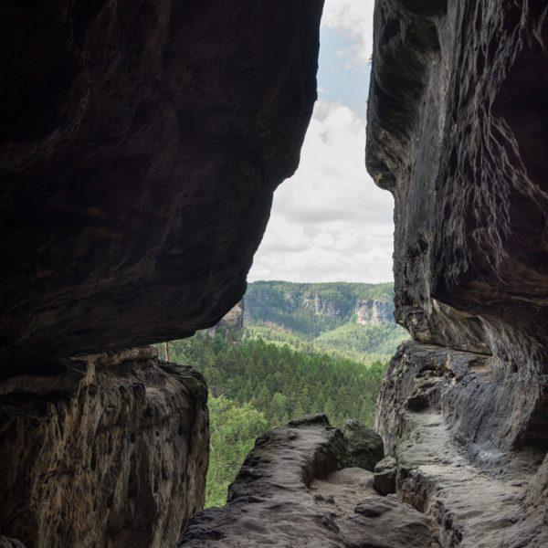 Blick aus der Klufthöhle am Winterstein